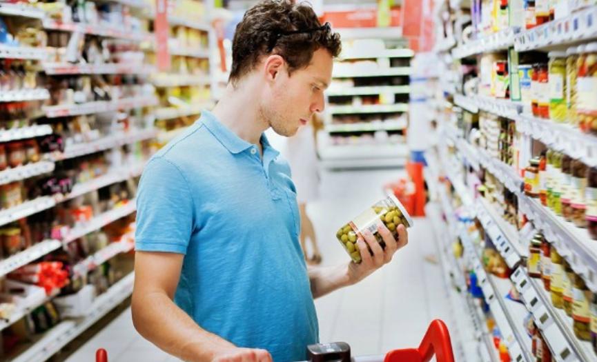 Verificar etiquetas de los alimentos es un derecho del consumidor