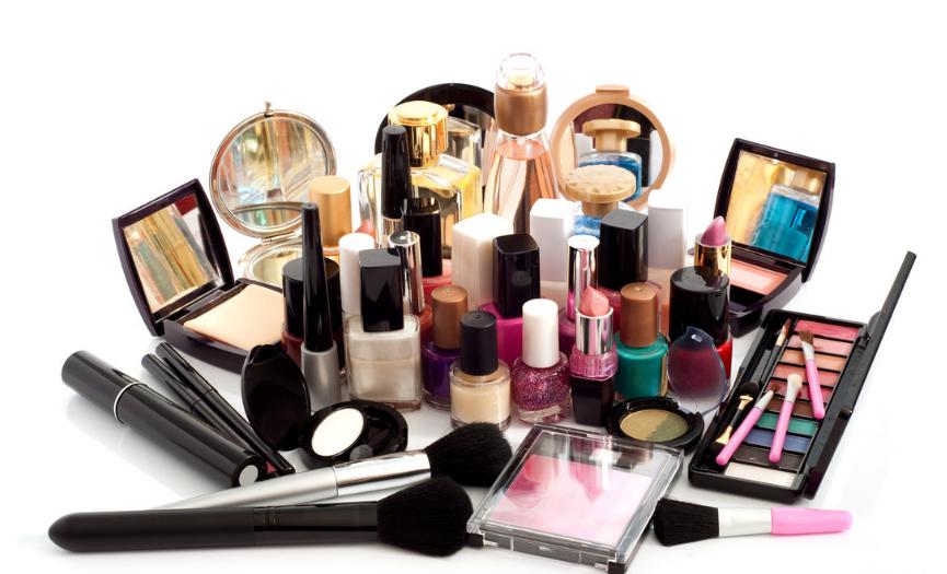 ¿Caducan los productos cosméticos?
