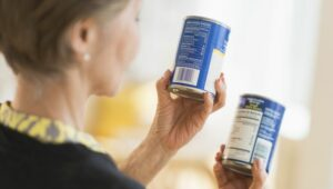 Un turista responsable desechará las latas abolladas