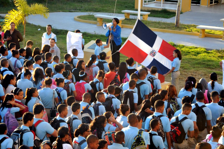 Directores de escuelas deben poner reglas y disciplina